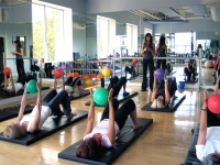 pilates-studio-ball-class